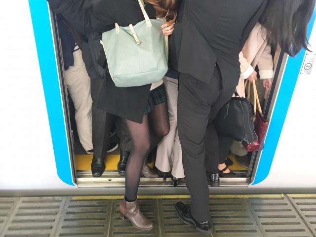 ストレスのかかる満員電車