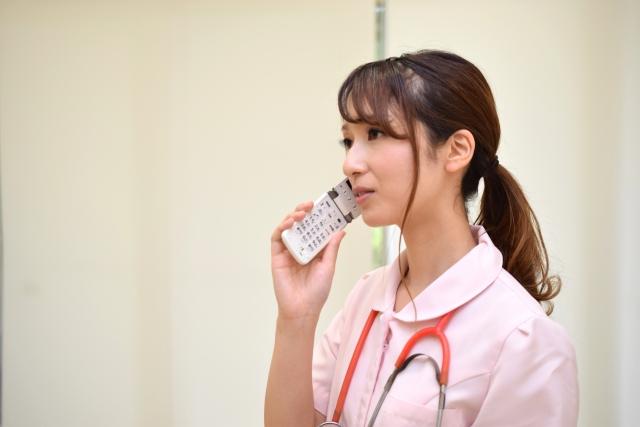 PHSを利用する看護師