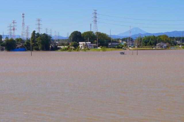 河川の氾濫による浸水のイメージ図